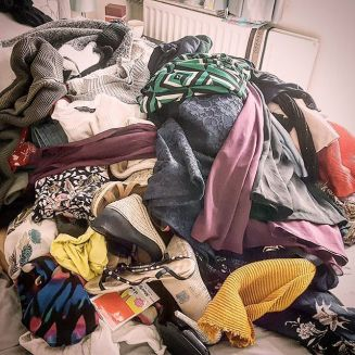 Beginners guide to decluttering #declutter #clothes #tidy